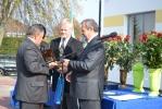 Podziękowania odbiera v-ce prezes Jerzy Burda Gliwickie Przedsiębiorstwa Budownictwa Przemysłowego S.A.