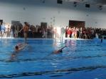 Pokaz tańca synchronicznego w wodzie