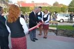 Przecięcie wstegi przez przewodniczącego Rady Gminy Stefana Kowala